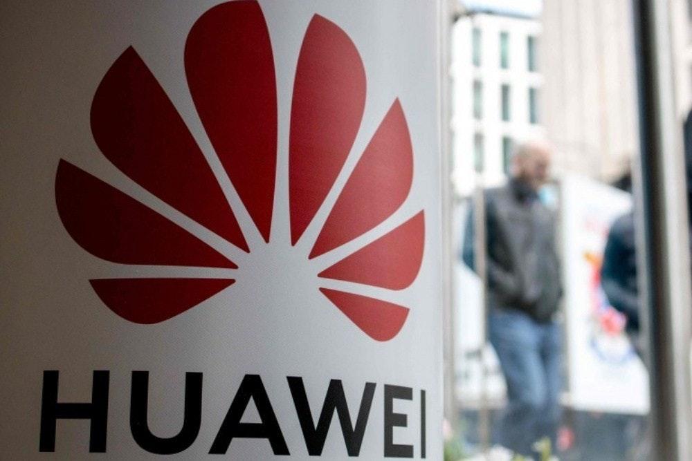 照片中提到了HUAWEI,跟了華為有關,包含了英國華為、英國、美國、5G