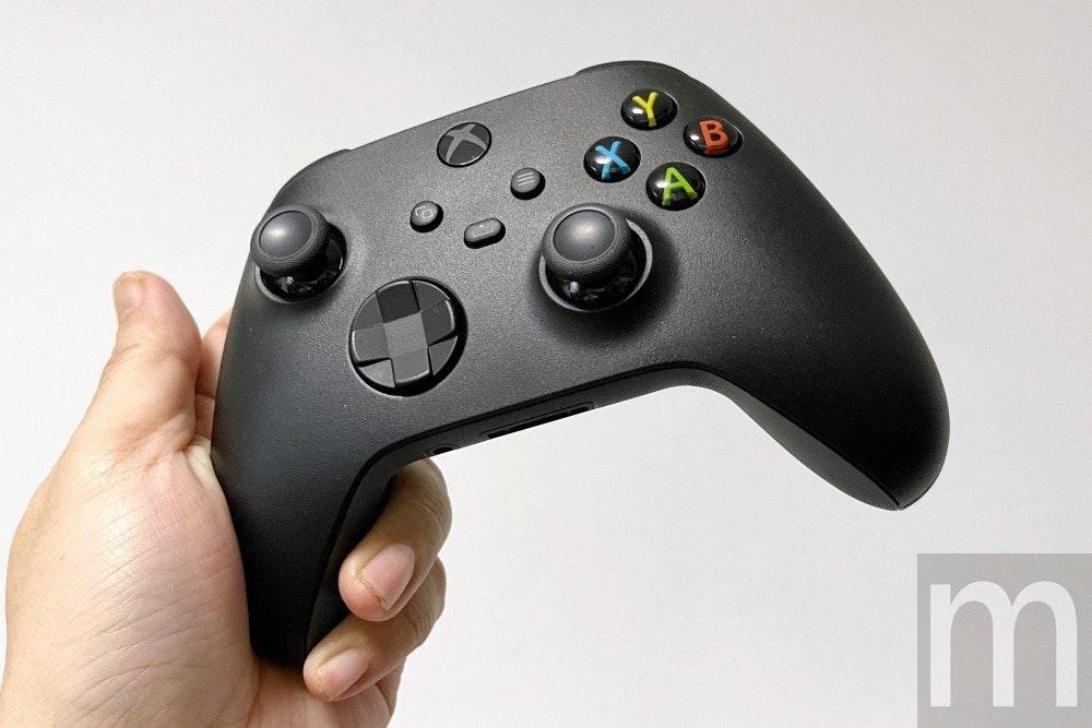 照片中提到了m,包含了遊戲控制器、遊戲桿、的Xbox、PlayStation 3配件、所有Xbox配件