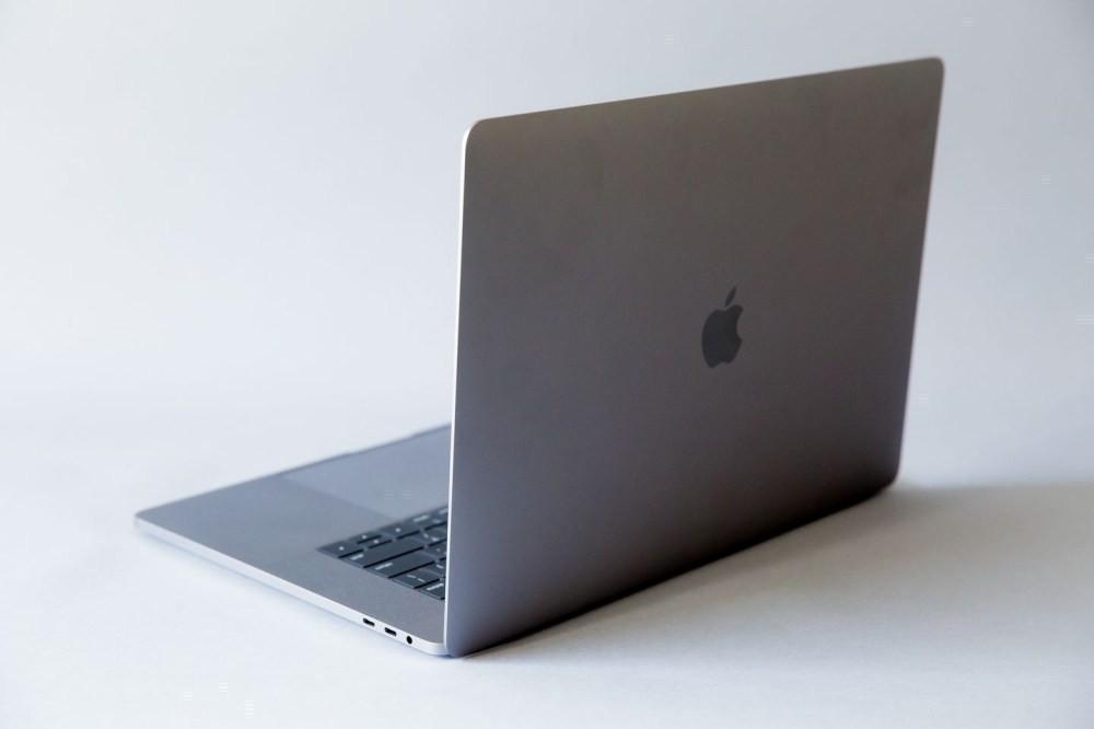 照片中跟蘋果公司。有關,包含了的MacBook Pro、蘋果MacBook Pro(15英寸,2019年)、Apple MacBook Pro(16英寸,2019年末)、帶觸摸欄的Apple 15.4英寸MacBook Pro、蘋果