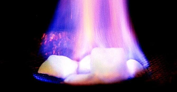 照片中包含了Hidrato de Metano、甲烷包合物、甲烷、天然氣、水合物