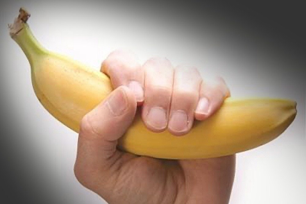 照片中包含了香蕉、香蕉、陰莖、包莖病、水果