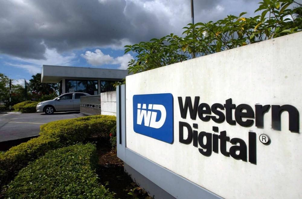 照片中提到了D Western、Digital,包含了西部數碼檳城、西部數據、固態硬盤、硬盤、電腦