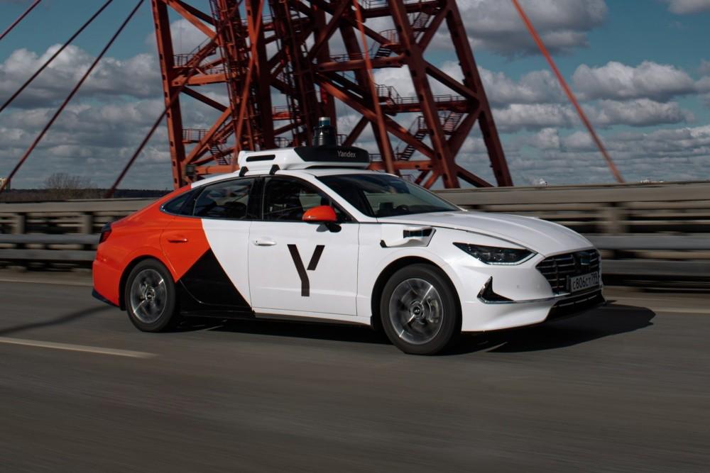 照片中提到了Y、CB06CT,跟LG V20有關,包含了яндекс беспилотник、莫斯科、Yandex、現代汽車公司、自動駕駛汽車