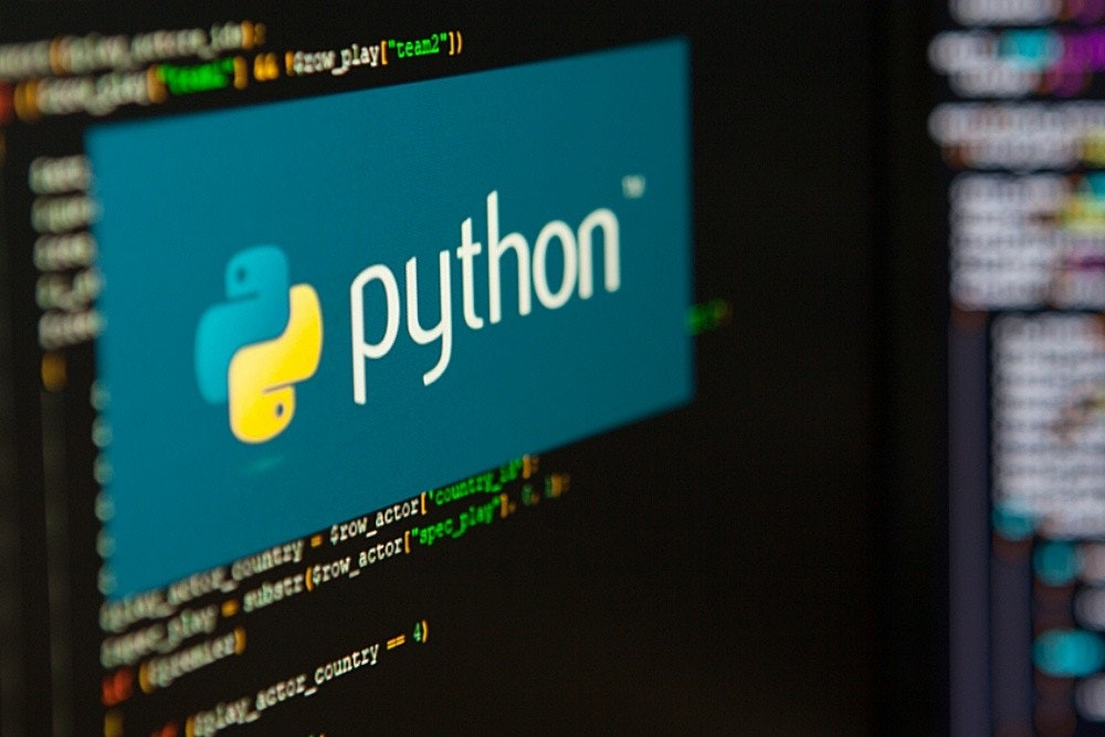 """照片中提到了python、setE_countzy = Srow_actor{'country l、Cslag = substr(Srow_actor[""""spec_pinp""""), t,跟蟒蛇有關,包含了蟒蛇課程、超越 Python 的基本知識:編寫乾淨代碼的最佳實踐、用 Python 自動化無聊的東西:初學者的實用編程、程式語言"""