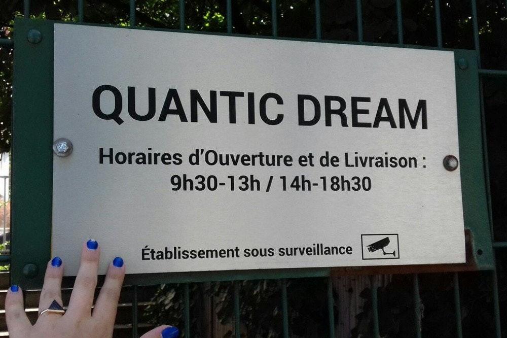 照片中提到了QUANTIC DREAM、Horaires d'Ouverture et de Livraison : O、9h30-13h / 14h-18h30,跟筆記本電腦有關,包含了廣告牌、海報、旗幟、標誌、儀表