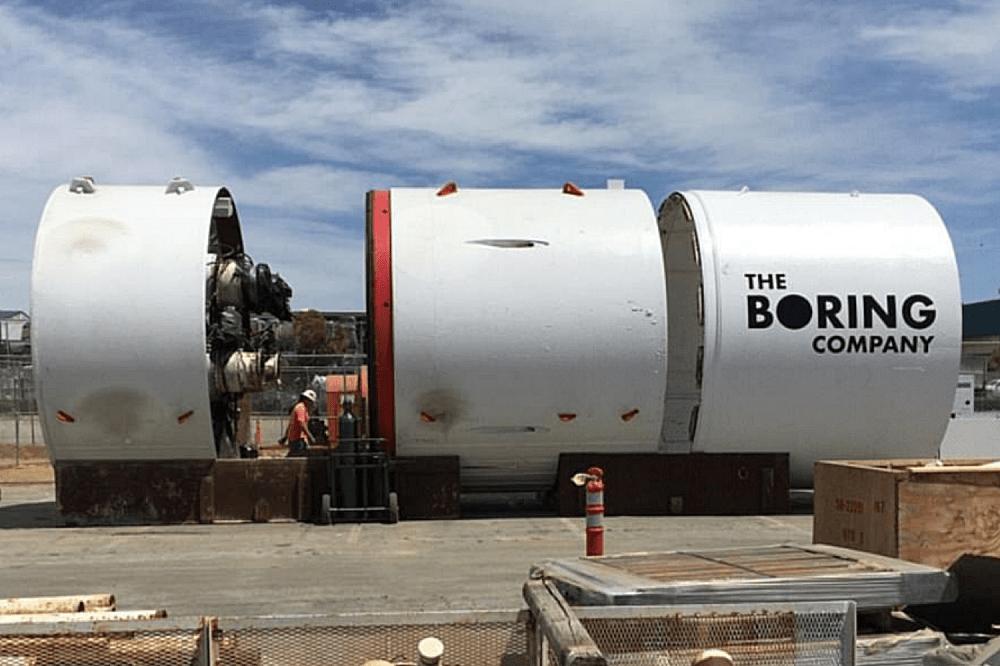 照片中提到了THE、BORING、COMPANY,跟無聊的公司有關,包含了無聊的公司、鑽孔試驗隧道、隧道、隧道掘進機