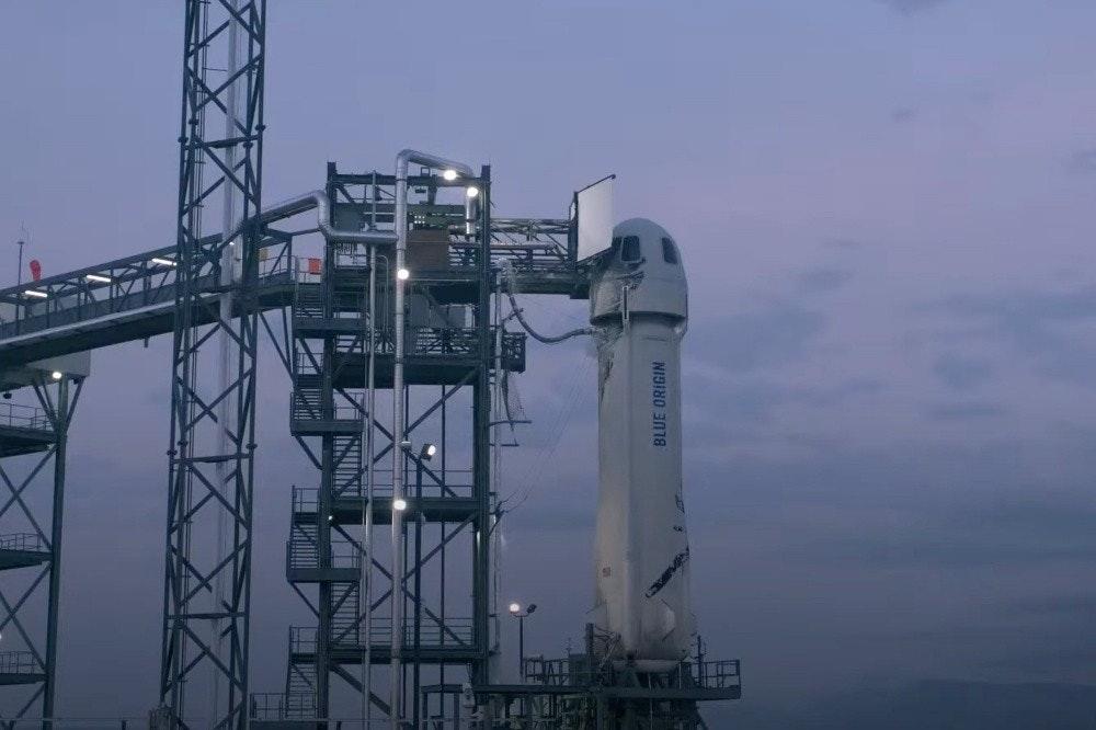 照片中提到了BLUE ORIGIN,包含了傑夫·貝佐斯的宇宙飛船、藍色起源、新謝潑德、太空旅遊、火箭