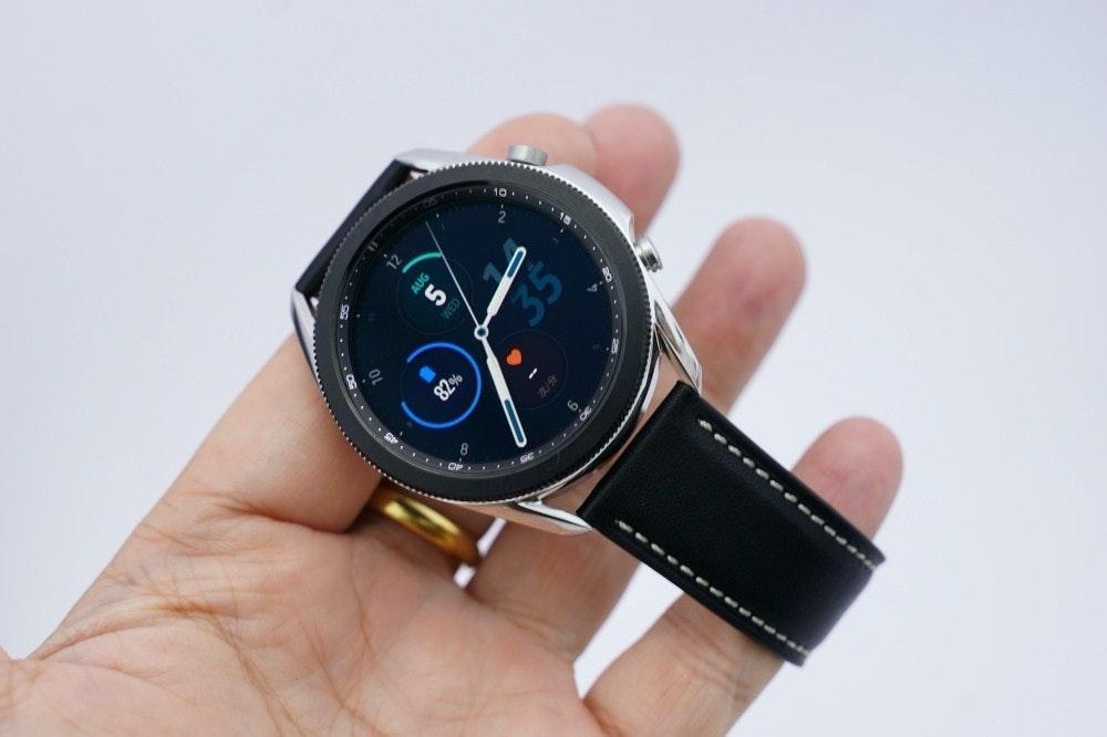 照片中提到了AUG、82%、OF,包含了銀河手錶 3 銀、三星 Galaxy Watch3、三星銀河手錶、三星 Galaxy 手錶 3 / 45 毫米 / 不銹鋼 黑色 銀色、三星Galaxy Watch 3