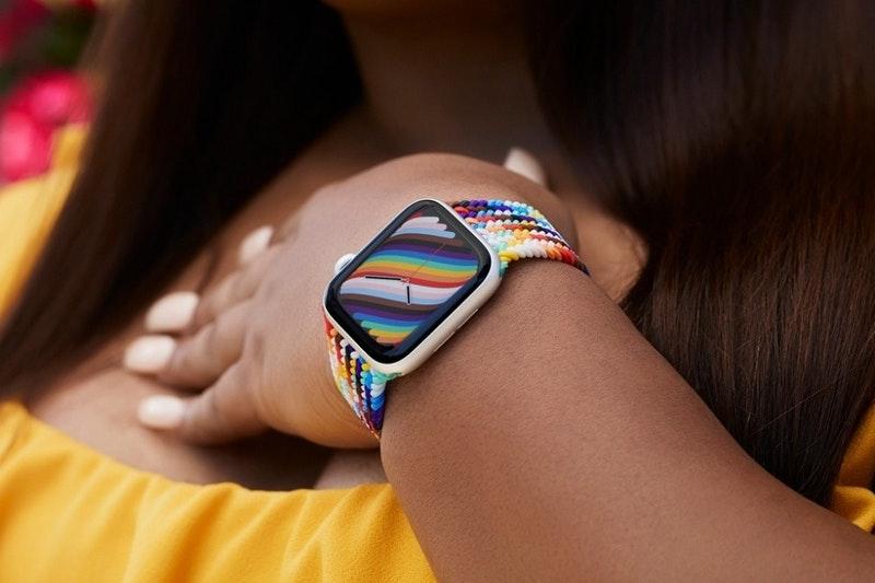 蘋果慶祝國際不再恐同日 推新款彩虹版編織單圈錶環與 彩虹版 Nike 運動型錶環 持續支持 LGBTQ+ 社群