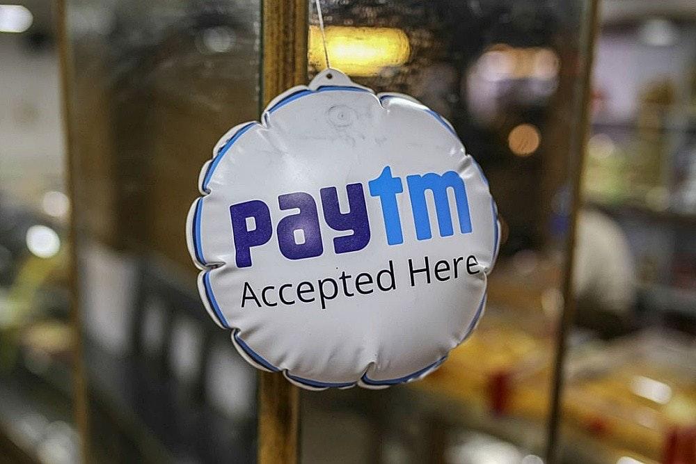照片中提到了Paytm、Accepted Here,跟Paytm有關,包含了商店 paytm 在這裡接受、One97通訊、付款、軟銀集團