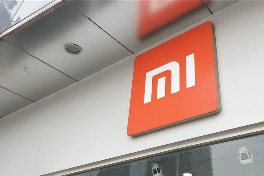 照片中提到了MI,跟小米、小米有關,包含了標牌、股票、中興通訊、新浪公司