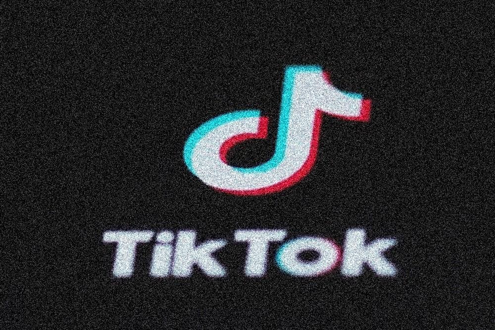 照片中提到了Tik Tok,跟跨河銀行有關,包含了滑動和滑動踢球 tiktok 喝酒、TikTok、字節舞、社交媒體、移動應用