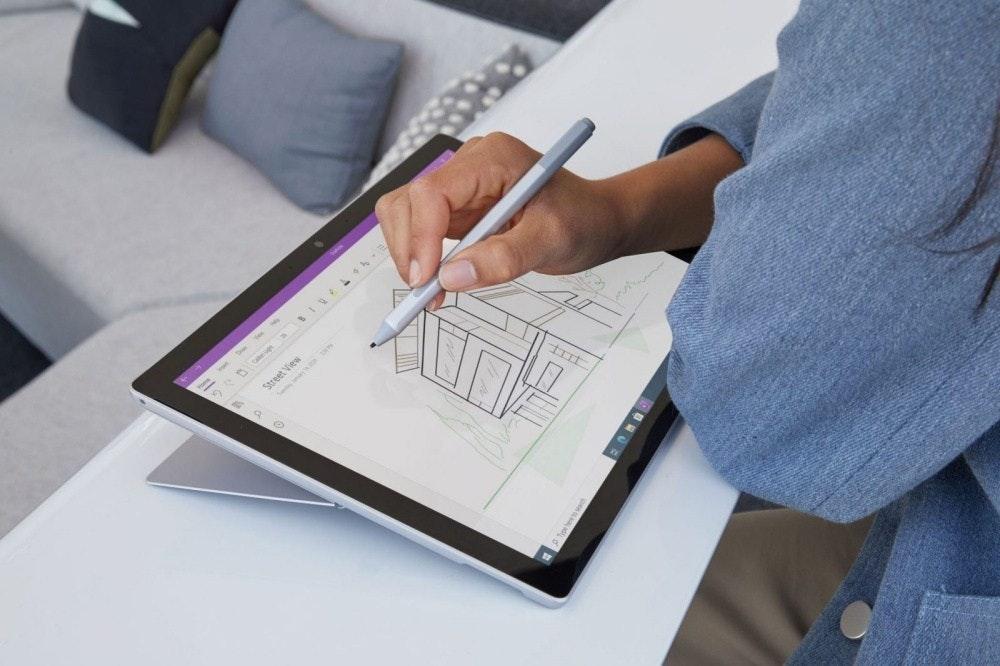 照片中提到了c BIV L4E、Street View,包含了微軟Surface Pro女人、Surface Pro 7、Surface Pro 4、Surface Pro、二合一電腦