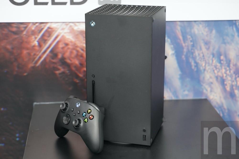 照片中提到了m,跟電影通行證有關,包含了電子遊戲機、Microsoft Xbox系列X、Xbox One、Xbox遊戲通行證、Xbox雲遊戲