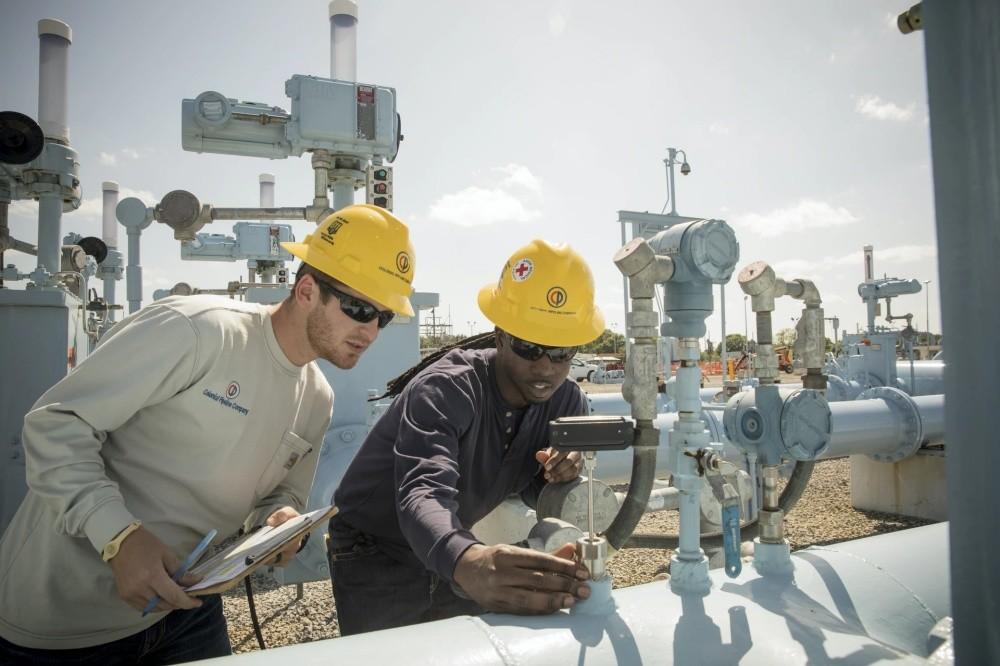 照片中提到了Colni Cr,包含了工程師、工程、球工程師M、設備操作員、服務