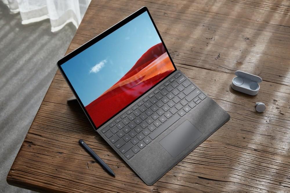 照片中提到了LEL,跟蘋果公司。有關,包含了Surface Pro X、表面、Surface Pro X、表面筆記本電腦走、微軟