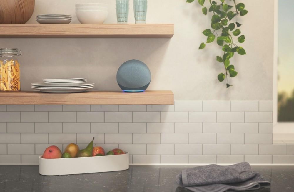 照片中包含了迴聲第四代亞馬遜廚房、Amazon Echo Dot(第 4 代)、亞馬遜網、亞馬遜 Echo(第 4 代)、亞馬遜 Echo(第三代)