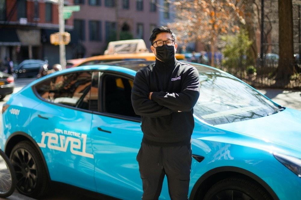 照片中提到了revel、100% ELECTRIC,包含了中型車、特斯拉Y型、特斯拉公司、電動車、汽車