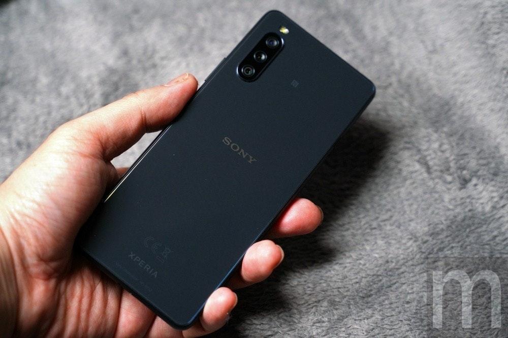 照片中提到了SONY、m、CEX,跟了索尼、電影通行證有關,包含了功能手機、功能手機、蜂窩網絡、移動電話、手機