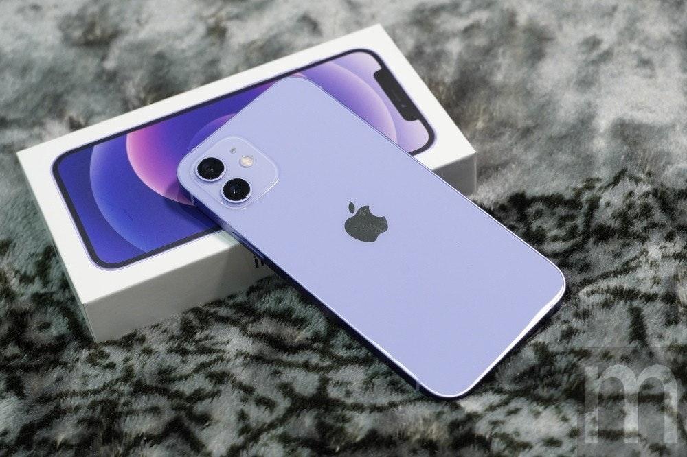 照片中跟iphone 5、母親照顧有關,包含了iphone 12 紫色、蘋果iPhone 12、iPhone 12迷你、iPhone 11、iPhone 11專業版