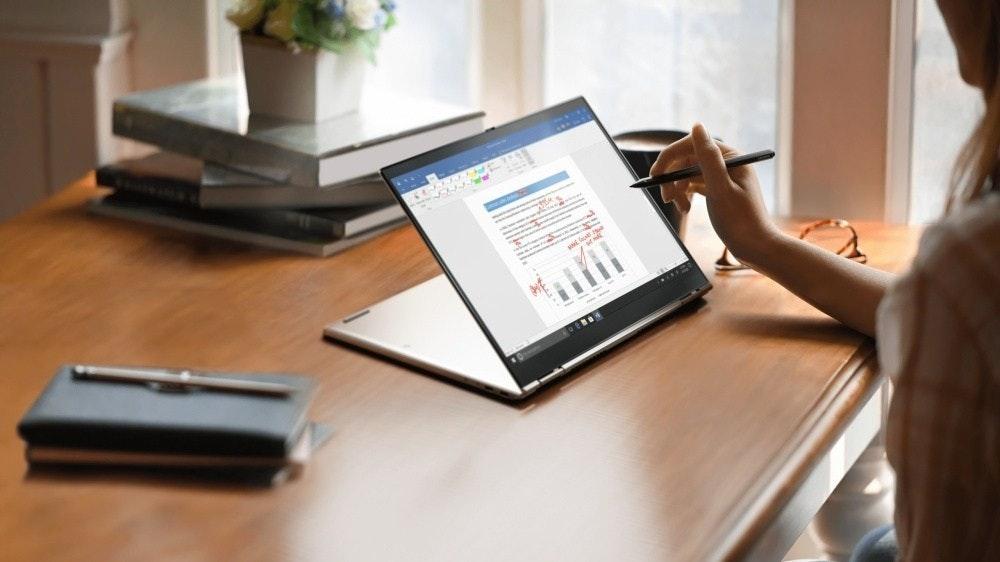 照片中包含了聯想ThinkPad、ThinkPad X1系列、CES 2021、聯想、電腦