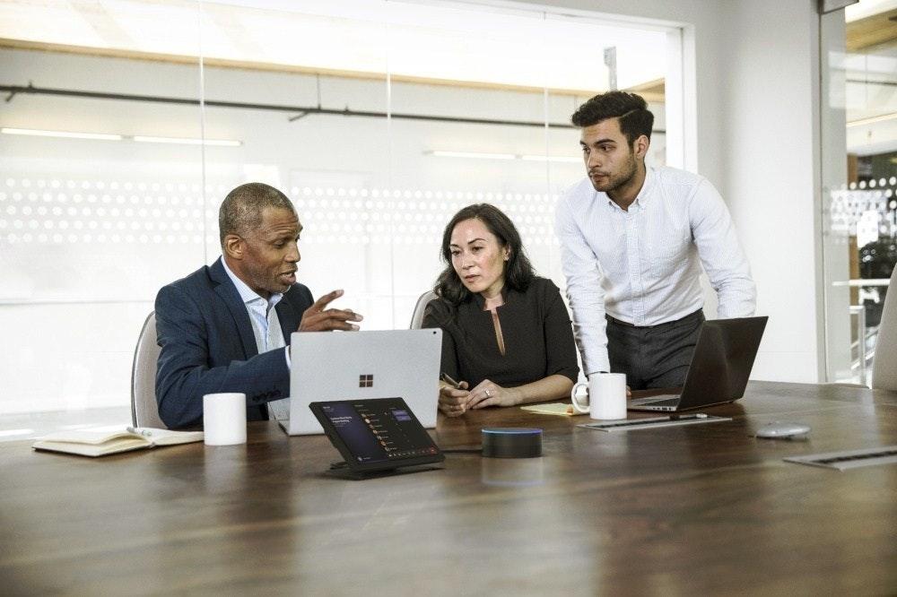 照片中包含了商業、商業、業務發展、數字營銷、微軟公司