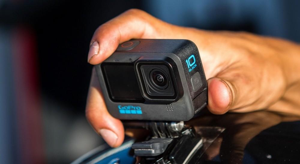 照片中提到了10、BLACK、CoOPro,跟GoPro有關,包含了GoPro 英雄、單反相機、捆