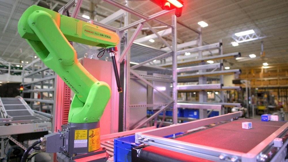 照片中提到了FANUC Ra CR-7IAIL,包含了製造業、製造業、英偉達、行業、電腦