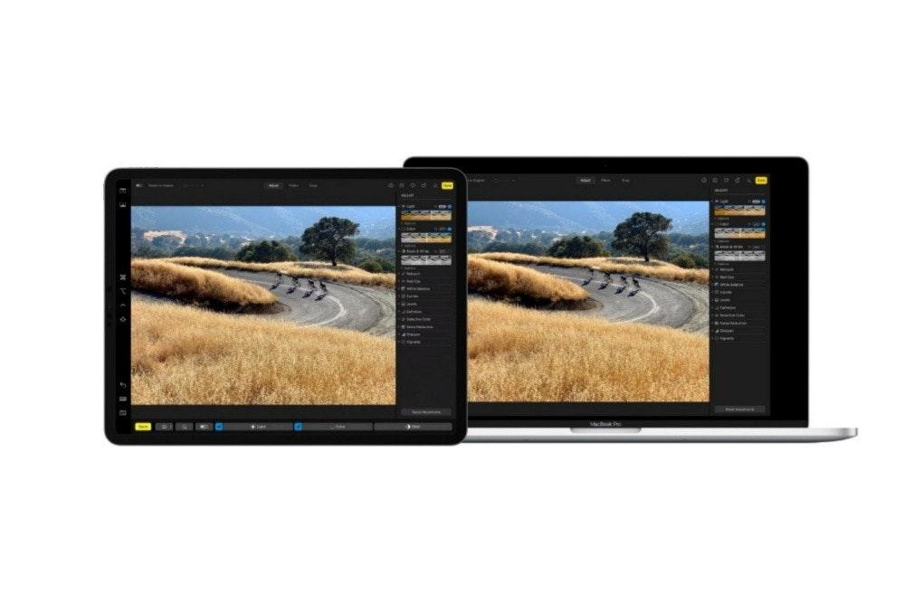 照片中包含了多媒體、顯示裝置、電子產品、多媒體、牌
