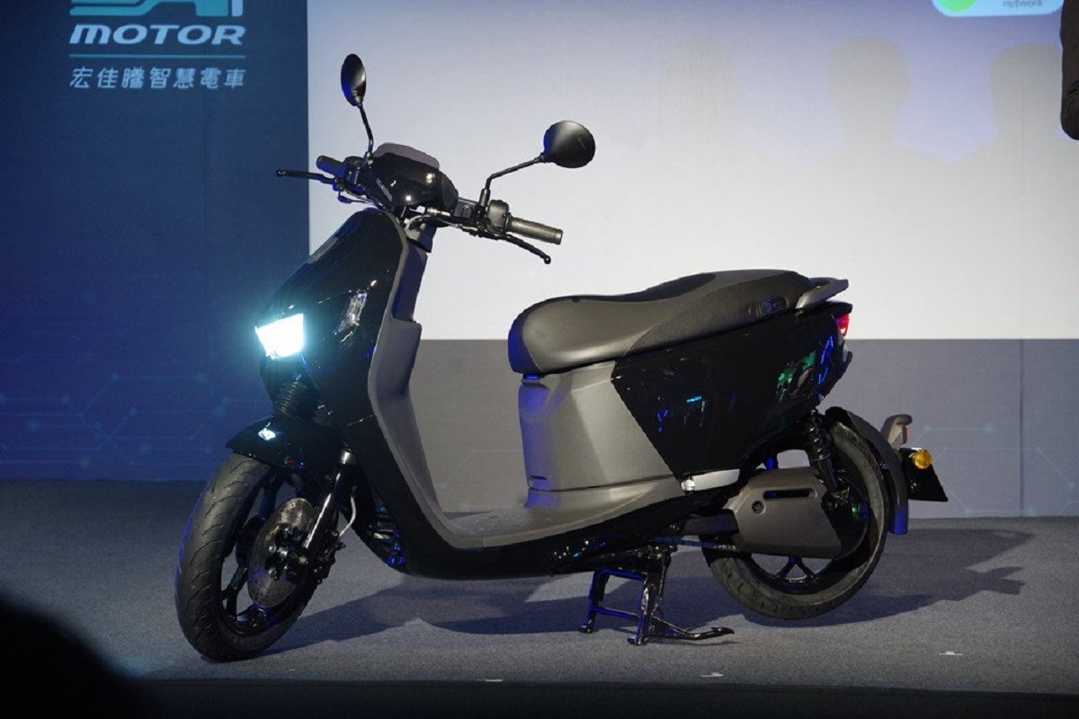 Car, Aeon Motor, Electric vehicle, , , Scooter, Electric motor, Gogoro, Self-driving car, Motorcycle, scooter, Land vehicle, Vehicle, Motorcycle, Scooter, Car, Motor vehicle, Automotive design, Mode of transport, Honda, Automotive lighting