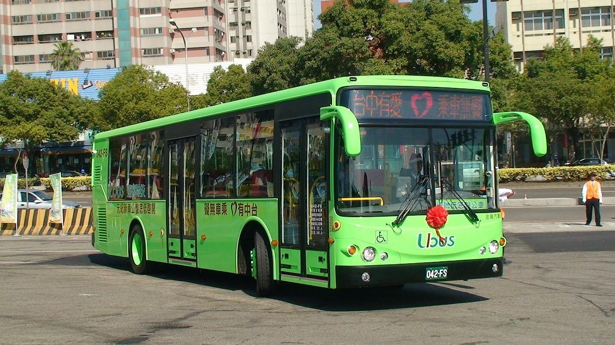 照片中提到了無車乘0有中台、042-FS、Ubos,包含了統聯公車、台中巴士總站(台中站)、總線、聯合巴士、台中市巴士