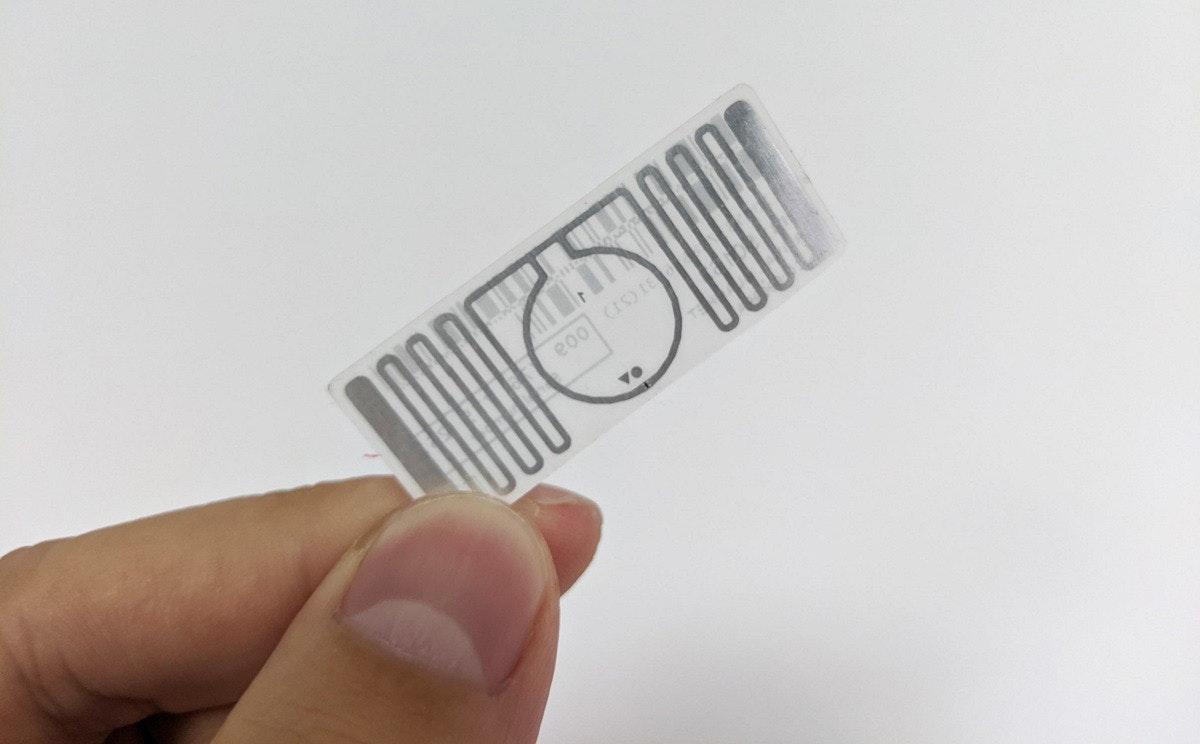 照片中提到了e00 (IS) 1E,跟Minimoog有關,包含了產品、產品設計、字形、設計