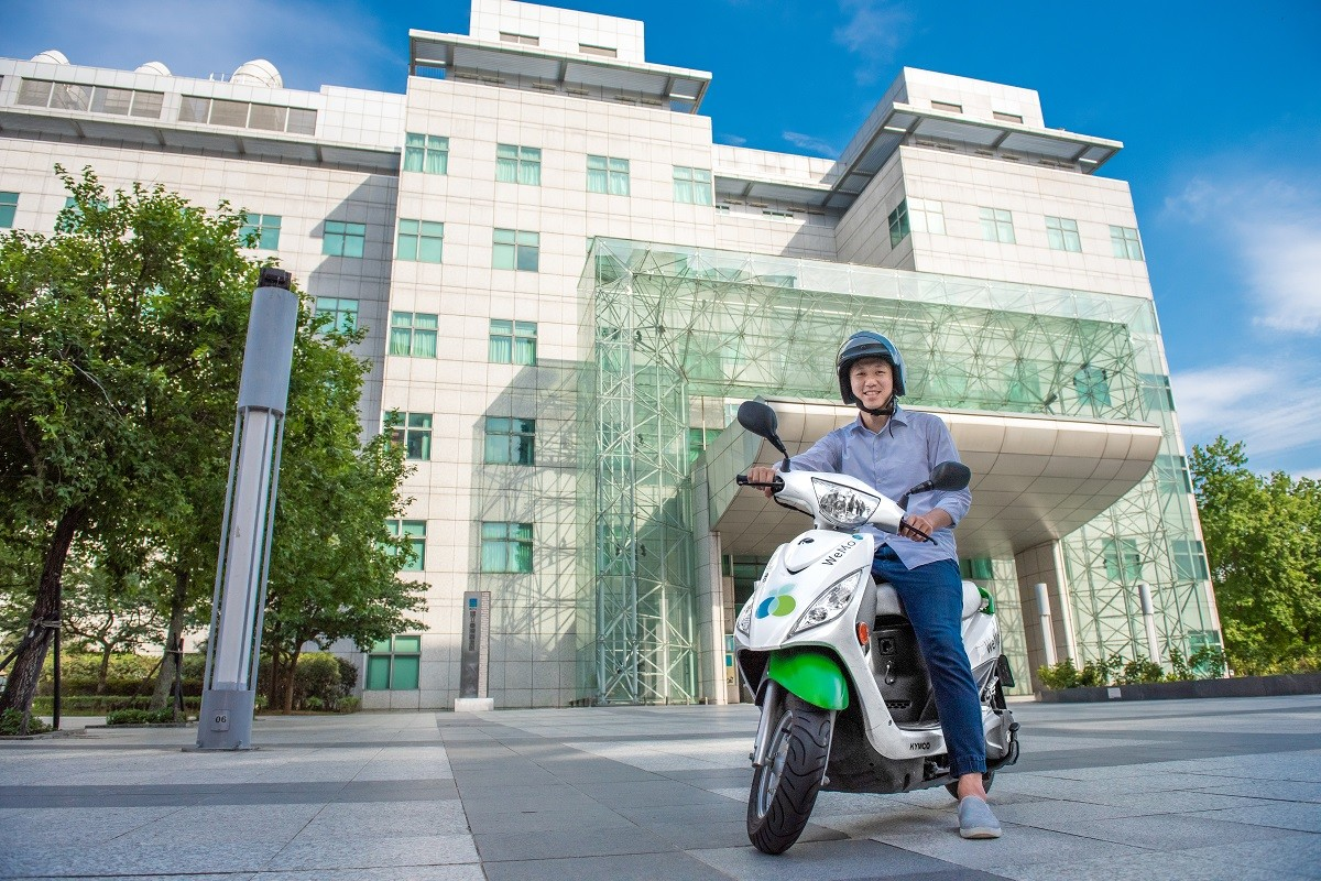 Yonghe District, WeMo Scooter, Car, 欢庆有限公司, Motorcycle, Electric motorcycles and scooters, District, Building, Apple Daily, News, car, Vehicle, Transport, Mode of transport, Motorcycle, Architecture, Urban area, Scooter, Photography, Auto part, City