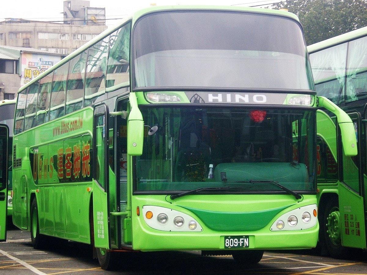 照片中提到了HINO、809-FN、日,包含了雙層巴士、雙層巴士、總線、旅遊巴士服務、聯合巴士
