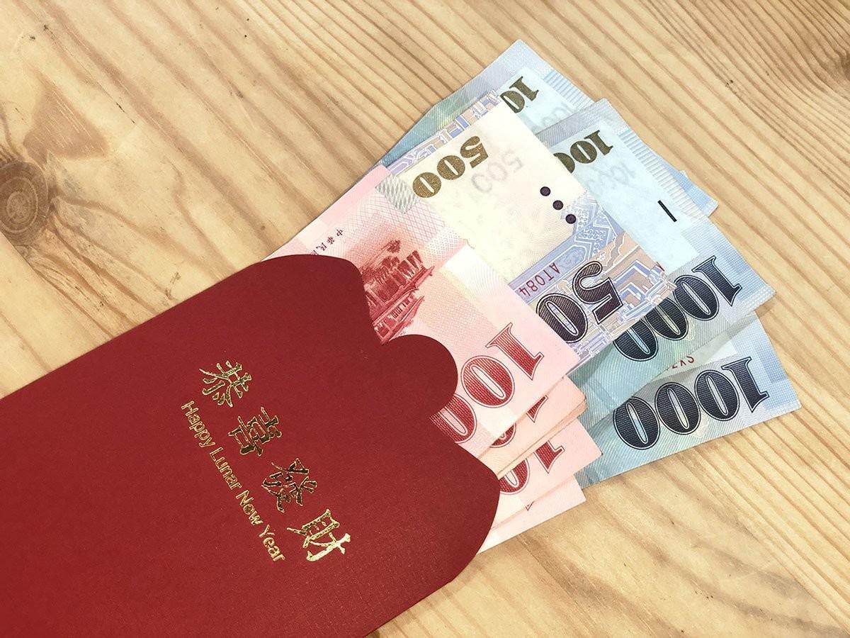 照片中提到了D.、DOT、000,跟里普利信不信由你!有關,包含了紙、銀行、自動取款機、現金、錢