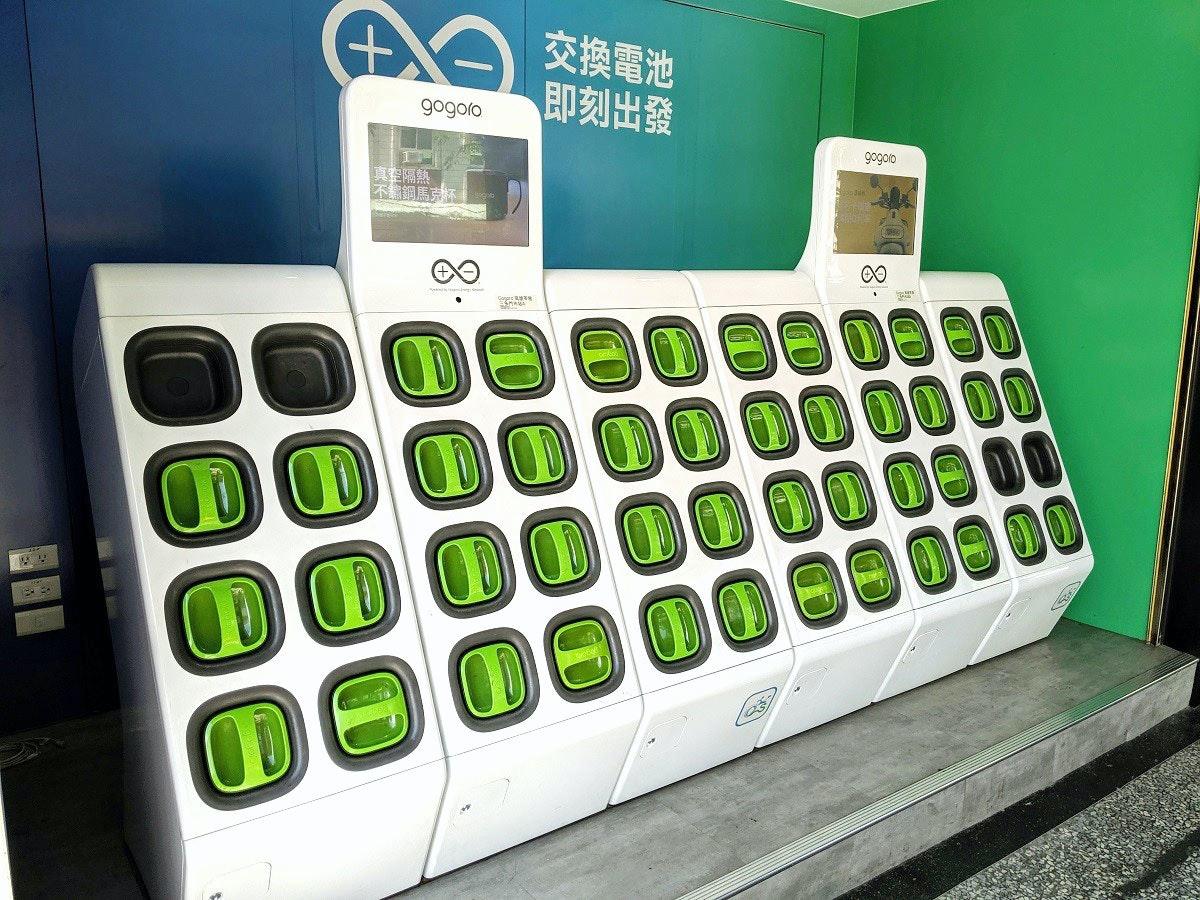 照片中提到了交換電池、即刻出發、gogoro,跟Arduino的有關,包含了計算機鍵盤、高五郎員林中山門市、電動摩托車和踏板車、計算機鍵盤、摩托車