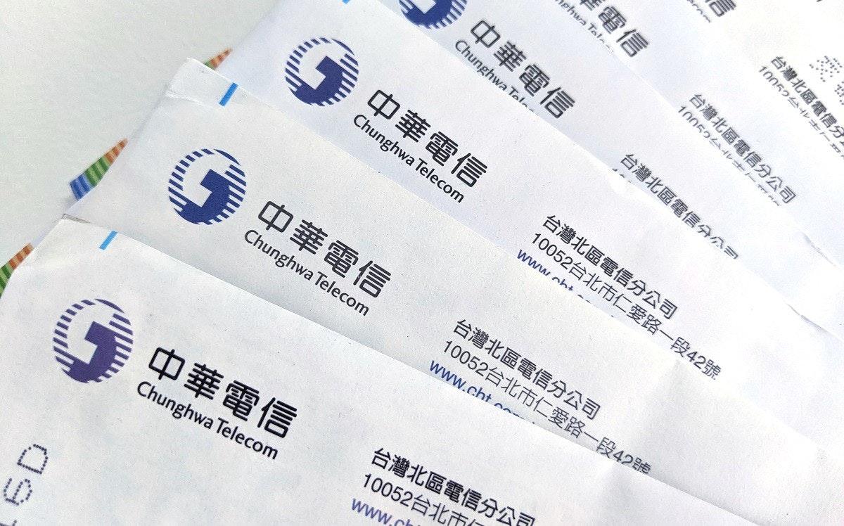 照片中提到了電信、ehwa Tela、100524 T1,跟中華電信、中華電信有關,包含了中華電信有限公司、字形、產品設計、牌
