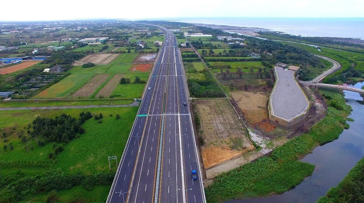 照片中包含了鳥瞰、受控通道高速公路、鳥瞰、航空攝影、水資源