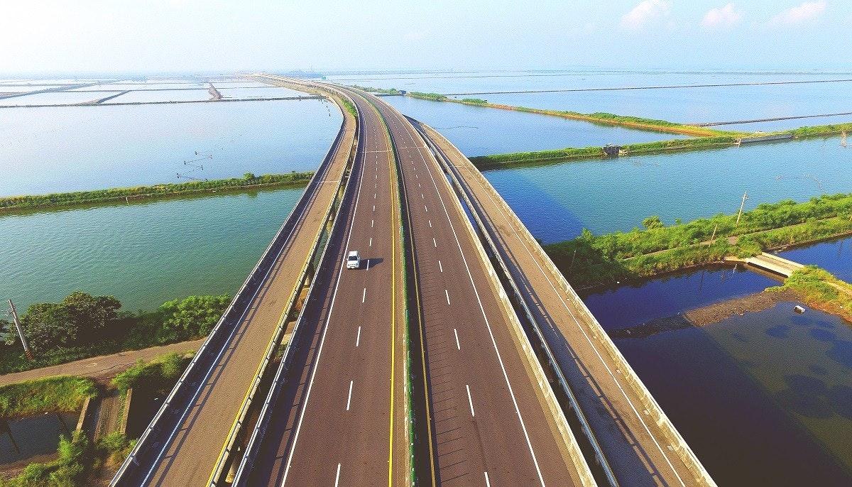 照片中包含了固定鏈接、省道61號、高佔用車道、G7北京–烏魯木齊高速公路、受控通道高速公路