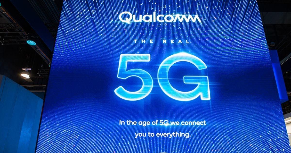 照片中提到了Qualcomm、THE REAL、5G,跟高通公司有關,包含了光、LED顯示屏、5G、蘋果手機
