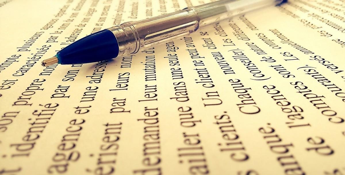 照片中提到了on propre no se m ig、idenifié pa s、érisent par leurs mon,包含了手寫、文本、文本類型、博覽會、單詞