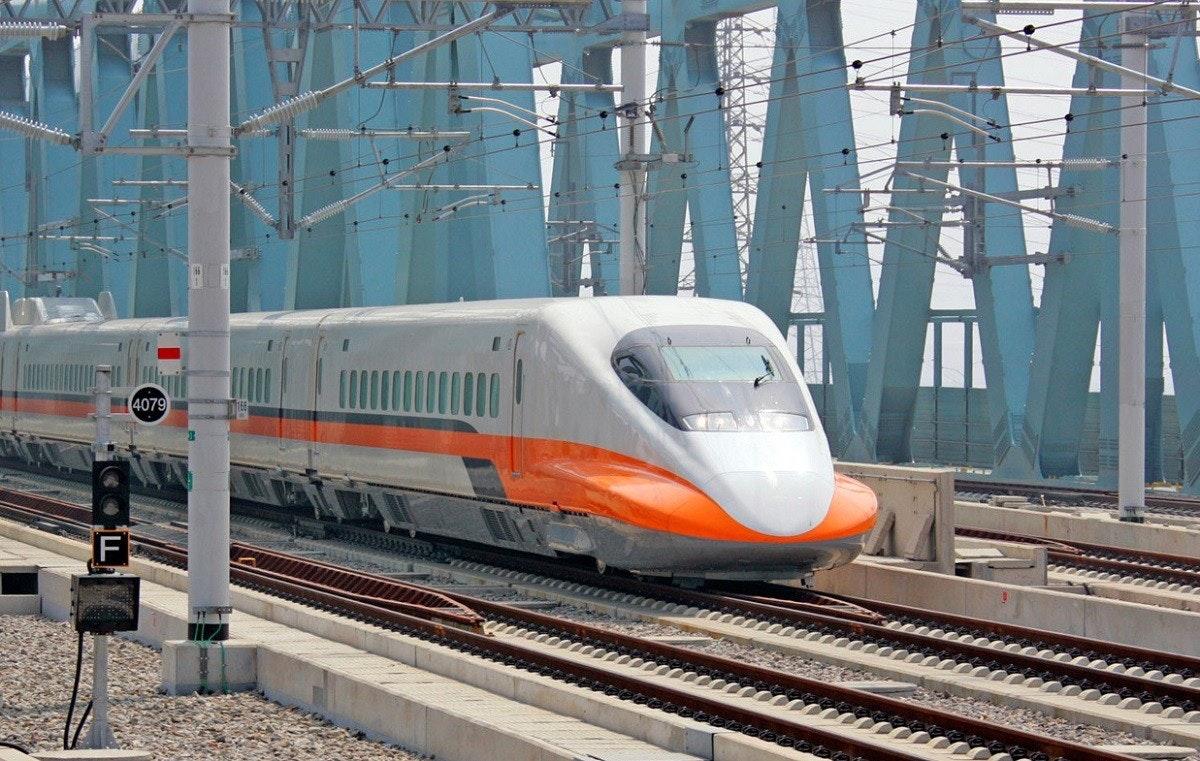 照片中提到了4079,包含了跟踪、培養、台灣高鐵、新左營站、火車站