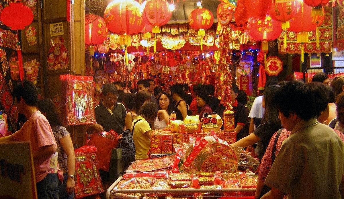 照片中提到了NEST AY、He $30、3For S1000,包含了春節市場、中國新年、新年、團圓飯、假日