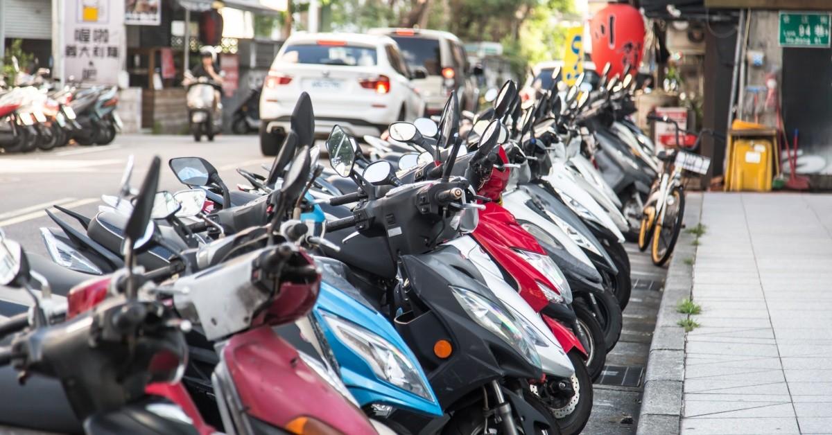 照片中提到了BOBLRY,包含了摩托車、汽車、摩托車、摩托車發動機、摩托車