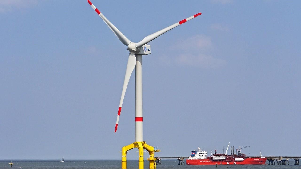 照片中提到了BNH,包含了世界最大的風力發電機、風電場、風力、海上風電、風力發電機