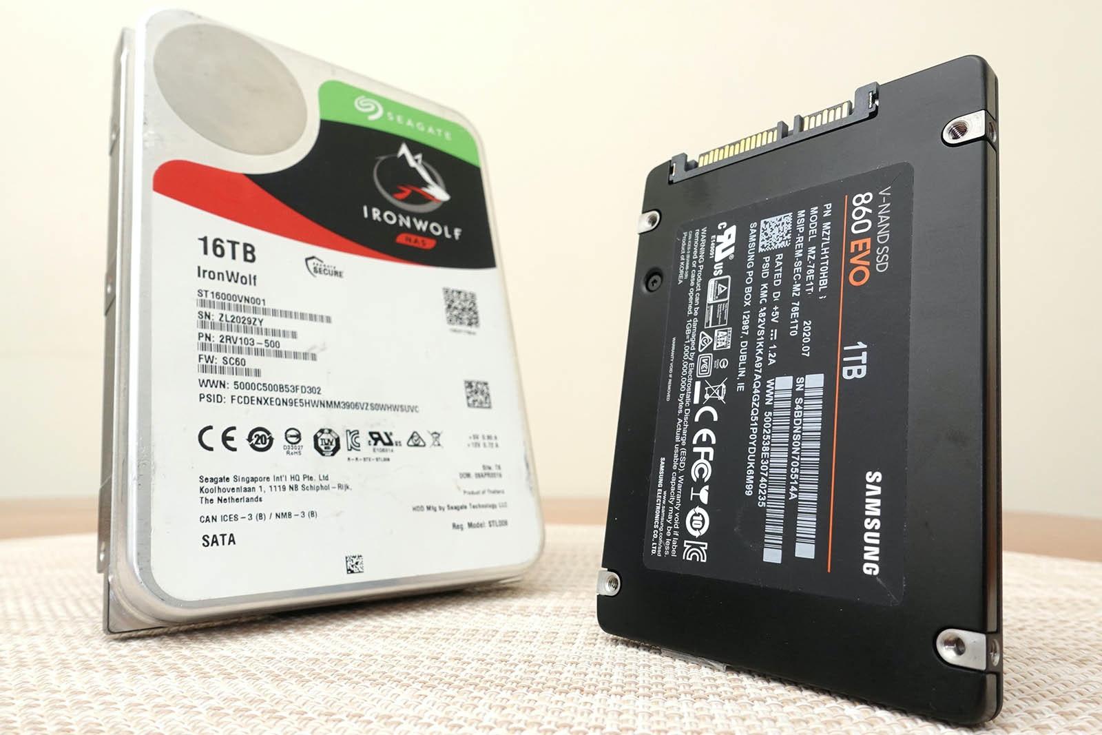 照片中提到了OsEAGATs、IRONWOLF、SAS,跟希捷科技、哈特曼行李有關,包含了電腦組件、硬盤、電子配件、產品設計、電腦