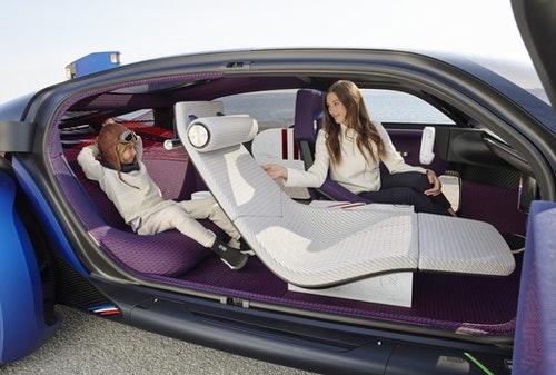雪鐵龍 19_19 自動駕駛電動概念車:半躺副駕駛座、液態輪胎、續航力 800 公里