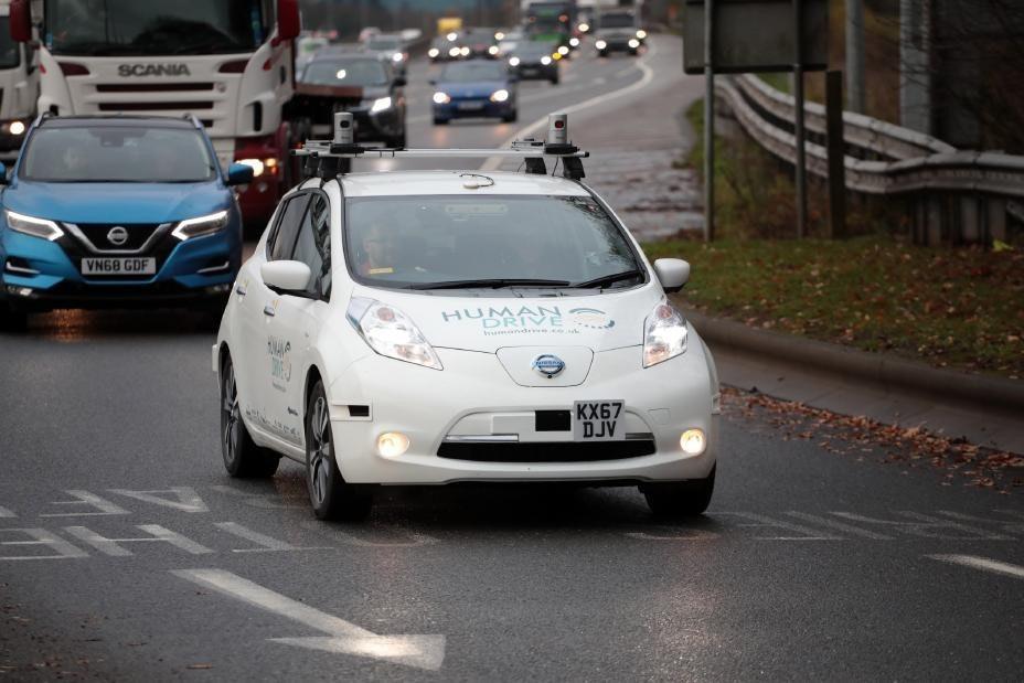 照片中提到了SCANIA、VN68 GDF、mondie.co,跟了華為有關,包含了日產葉子、日產、電動車、汽車、日產