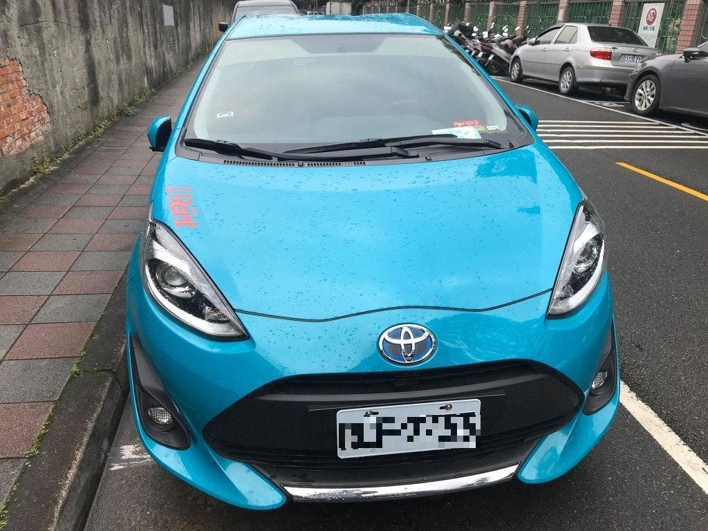 照片中提到了RERRARARERARNRANANARANA U KARARARANNAERA,跟豐田汽車有關,包含了保險槓、汽車、中型車、緊湊型車、小型車