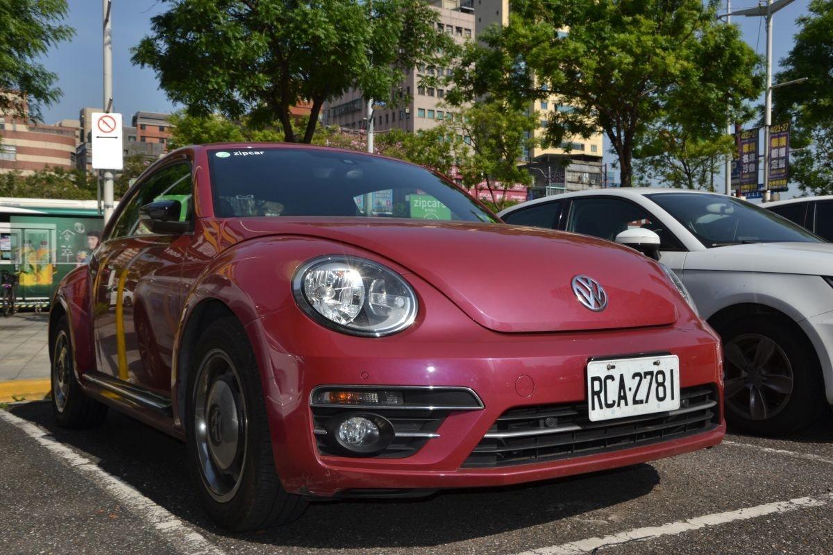 照片中提到了zipcar、zipcar、RCAZ2781,跟大眾汽車有關,包含了大眾新甲殼蟲、大眾新甲殼蟲、大眾甲殼蟲、豪華車、汽車